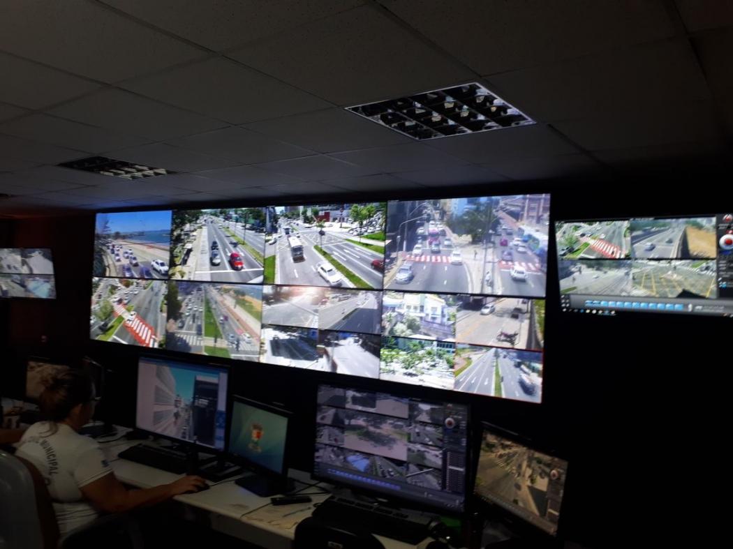 Videowall da Prefeitura de Vitória: equipamento recebe imagens captadas pelo cerco eletrônico da cidade. . Crédito: Divulgação/PMV