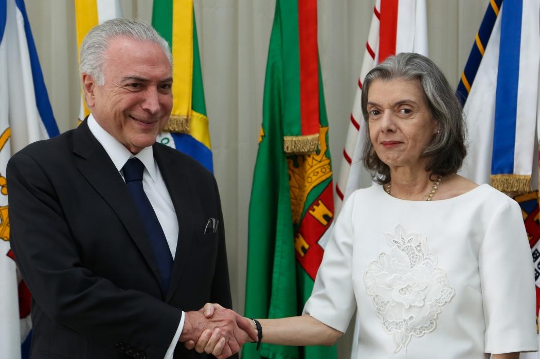 Michel Temer transmitiu o cargo de Presidente da República para a ministra Cármen Lúcia, presidente do STF. Crédito: Marcos Corrêa/PR