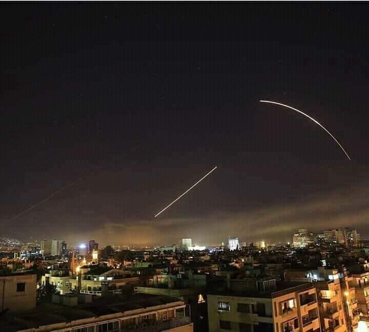 Bombardeios na Síria. Crédito: @Astronomiaum   Twitter