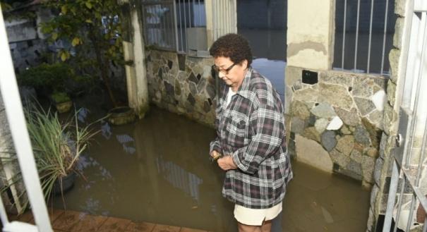 A aposentada Raimunda Maria da Silva, de 74 anos, contou que ainda nem consegue estimar quanto teve de prejuízo. Crédito: Vitor Jubini