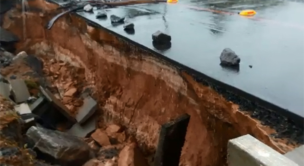 Ressaca atingiu a Rodovia do Sol que liga Guarapari a Anchieta, depois do trevo de Meaípe. Crédito: Capitão da Silva