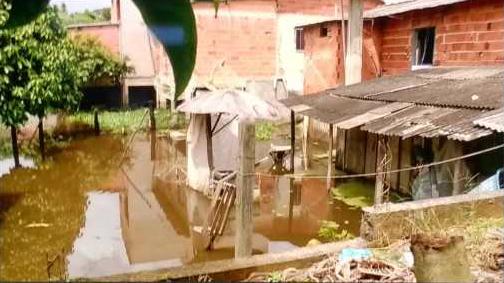 Em Patrimônio da Lagoa, no município de Sooretama, a água invadiu casas e ruas. Crédito: Reprodução | TV Gazeta Norte