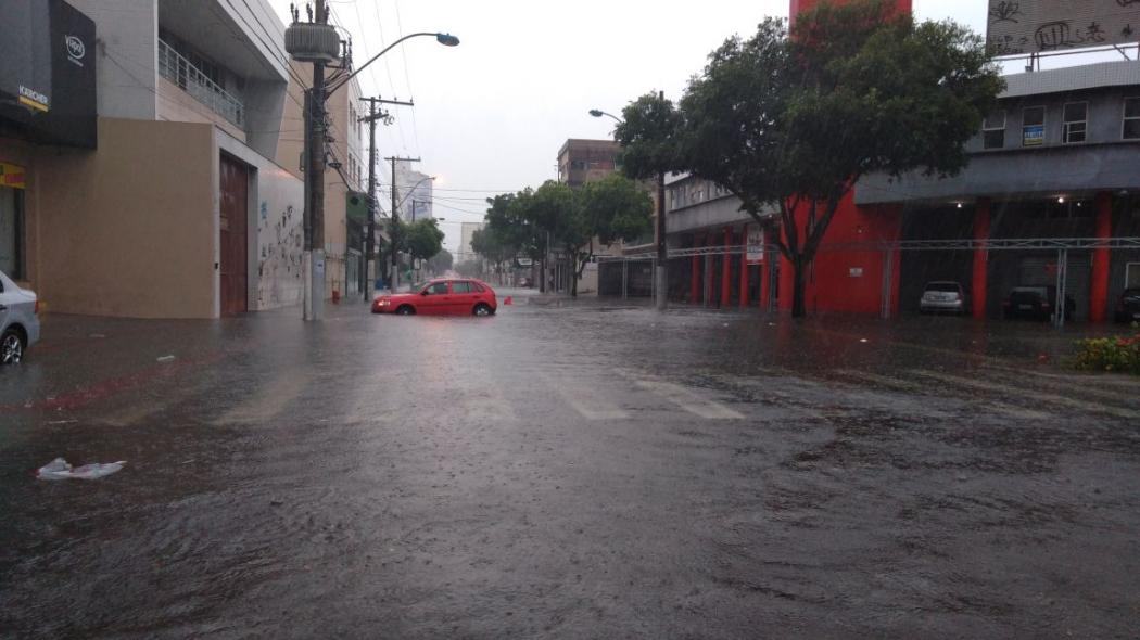 Ruas alagadas no Centro de Vila Velha. Crédito: Caíque Verli