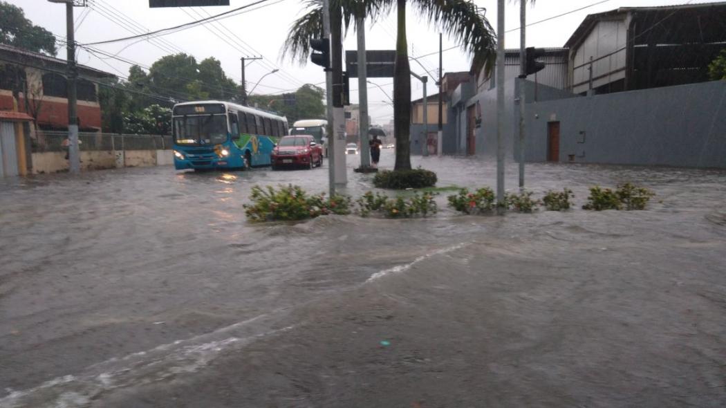 Rua alagada no Centro de Vila Velha. Crédito: Caíque Verli