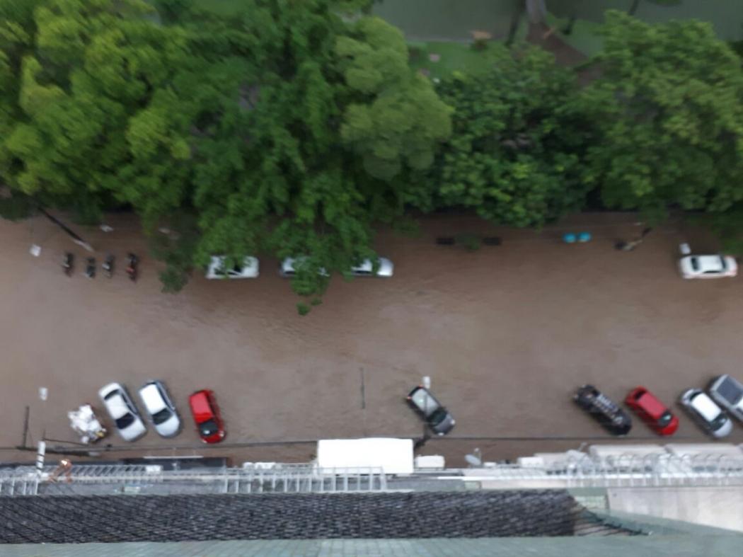 Ruas alagadas no Centro de Vitória. Crédito: Internauta/Gazeta Online