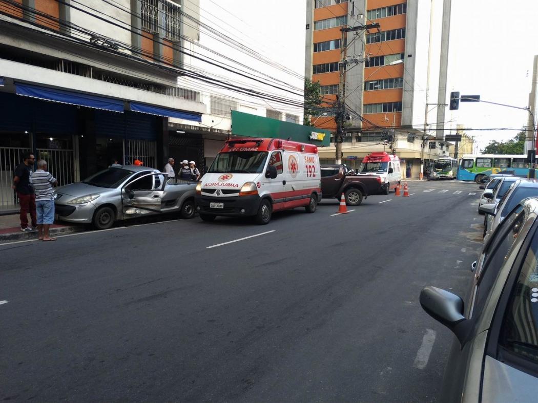 Colisão deixa feridos no Centro de Vitória. Crédito: Rafael Monteiro de Barros   CBN Vitória