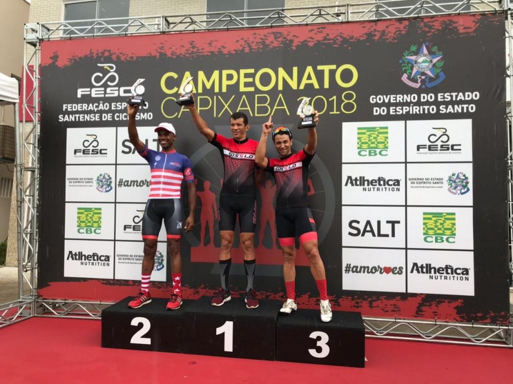Alexandre Cardoso (centro) divide pódio com Denisval Alves (2º) e Sérgio Santos Soares (3º). Crédito: Acervo Pessoal