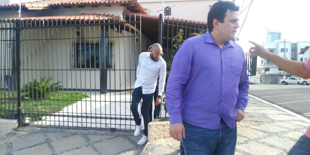 O pastor George Alves acompanhou o trabalho dos peritos . Crédito: Raphael Verly | TV Gazeta