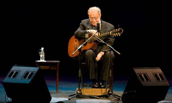João Gilberto, durante apresentação no Teatro Municipal do Rio de Janeiro, em 2008. Crédito: Ari Versiani/AFP/24-08-2008