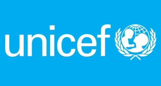 Para Unicef, crianças devem ficar 'o mais longe possível de armas'. Crédito: Facebook / @UNICEFBrasil