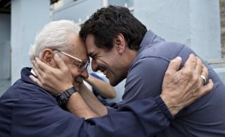 Carcereiros: Adriano (Rodrigo Lombardi) e o pai, Tibério (Othon Bastos)