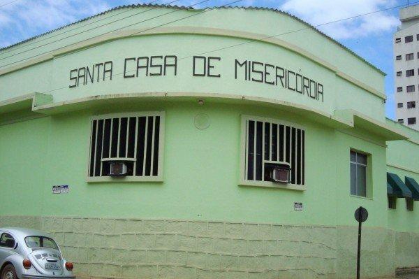 A mulher foi levada para o Hospital Santa Casa de Castelo . Crédito: Divulgação Santa Casa