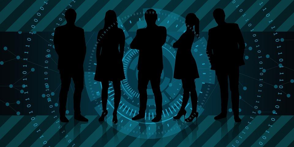 Mercado de trabalho com homens e mulheres. Crédito: Pixabay