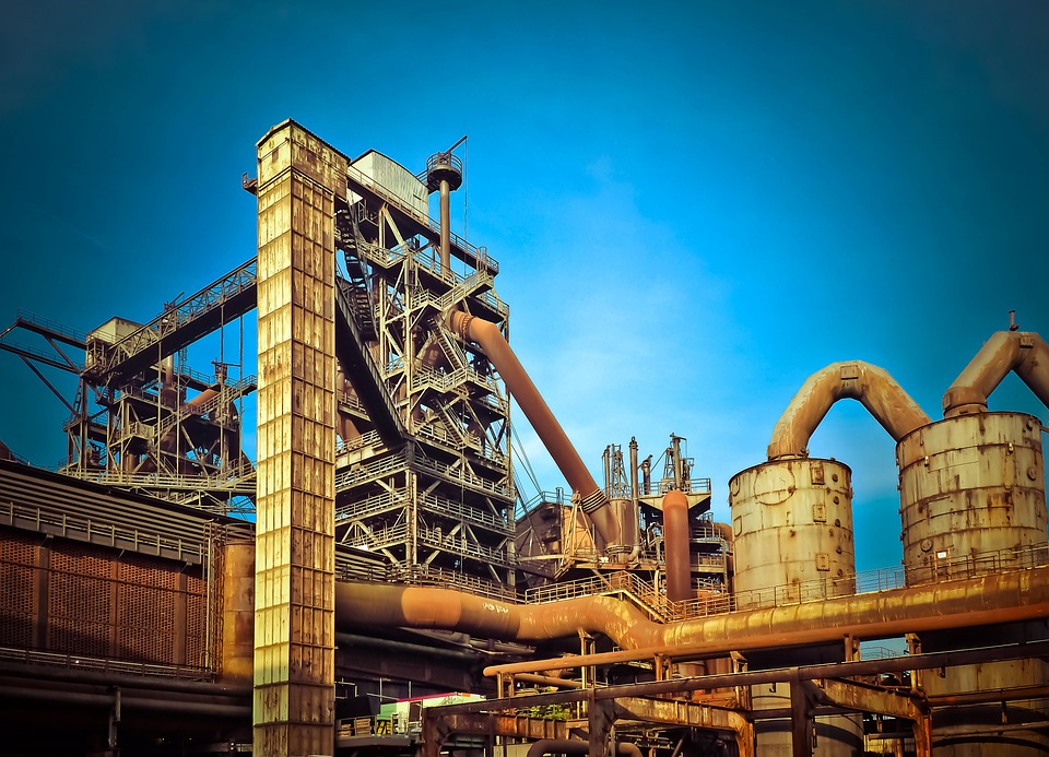 IBGE: Produção industrial cai em março, mas avança 3,1% no trimestre