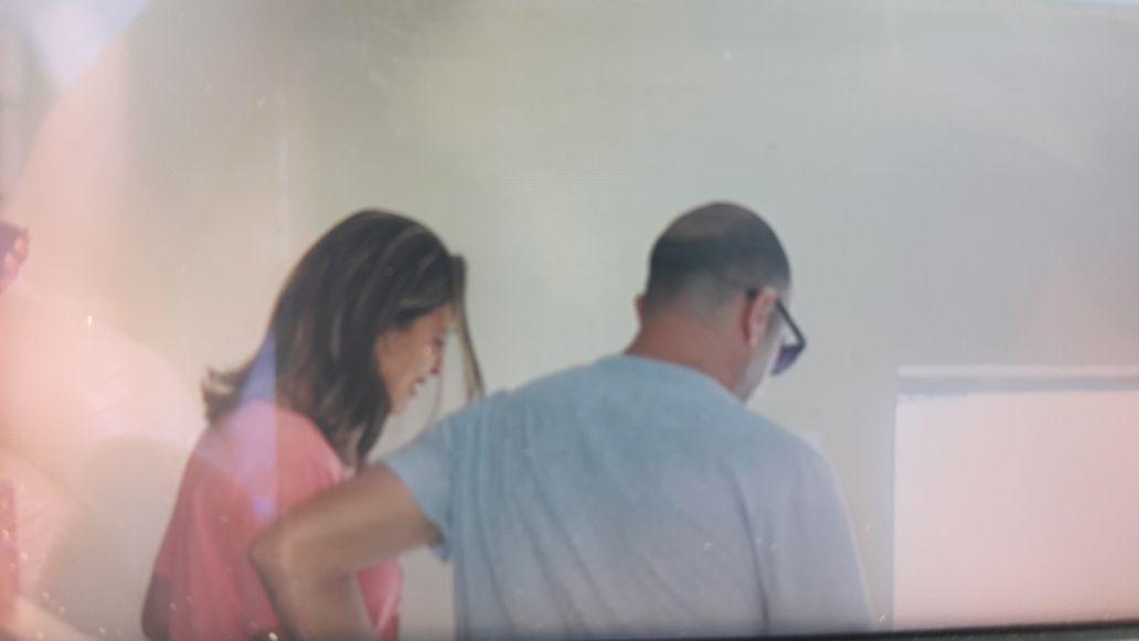 A pastora Juliana deixou a delegacia aos prantos nesta quinta-feira (3). Crédito: Frideberto Viega | TV Gazeta Norte