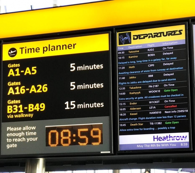 Para comemorar o Star Wars Day, o aeroporto de Londres fez um painel com voos fictícios para planetas da franquia. Crédito: witter   @HeathrowAirport