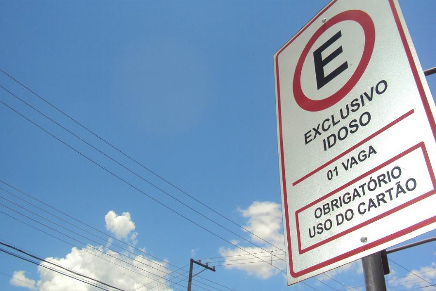 Vaga especial para idoso: em Vila Velha, infração poderá acarretar uma multa simbólica. Crédito: Divulgação