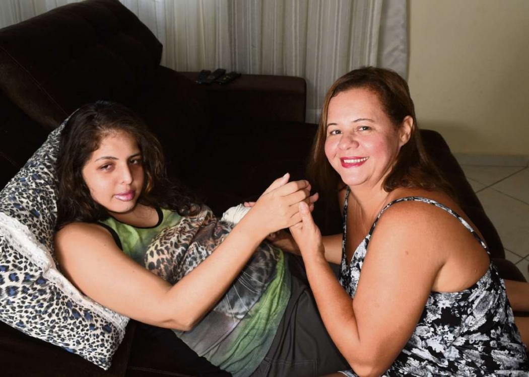 Brielly tinha convulsões frequentes e Maria Luísa foi à Justiça para garantir um remédio para aliviar o sofrimento da filha. Crédito: Carlos Alberto Silva