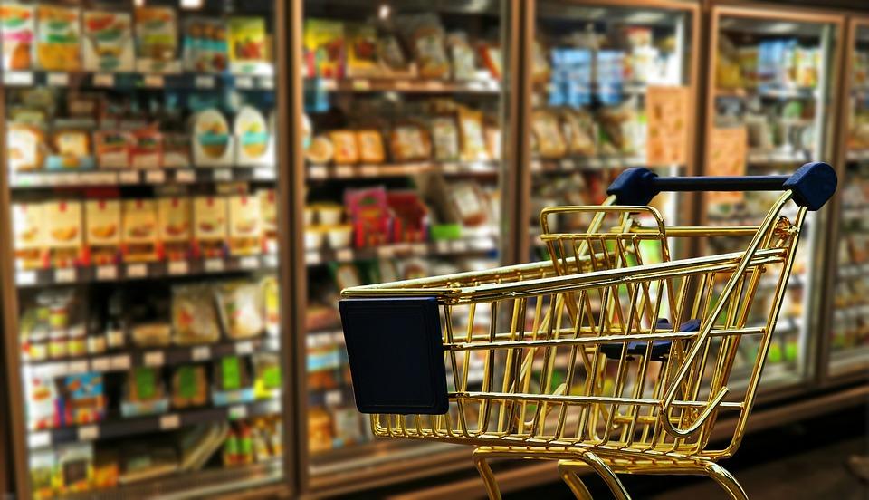 De fevereiro para março, comércio varejista teve crescimento de 0,3%