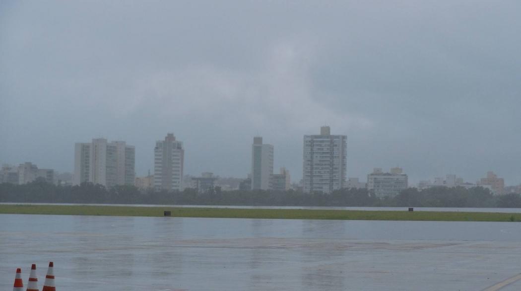 Aeroporto de Vitória opera por instrumentos na manhã desta sexta-feira (26). Crédito: Jean Pierre Mésidor