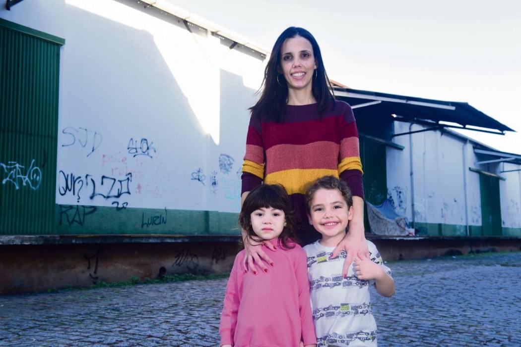 A dona de casa Paola Rocha, de 34 anos, gostaria que o local fosse um shopping ou uma praça. Crédito:    Ricardo Medeiros
