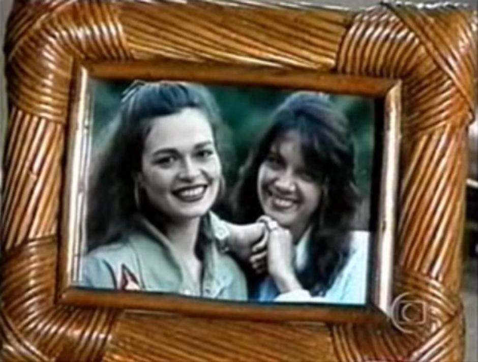 Vale Tudo: Laís (Cristina Prochaska) e Cecília (Lala Deheinzelin). Crédito: Reprodução de cena de ENTITY_apos_ENTITYVale TudoENTITY_apos_ENTITY (1988) / Globo
