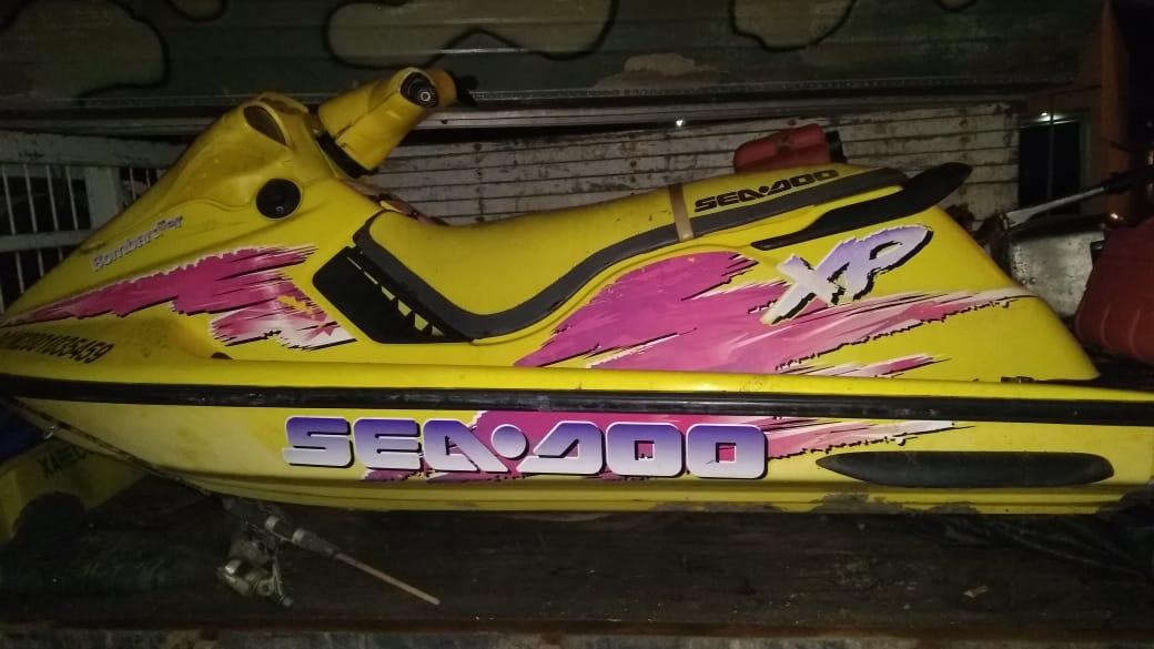 Barco, motores e jet ski roubados em Minas Gerais foram apreendidos no Espírito Santo. Crédito: Divulgação | PM