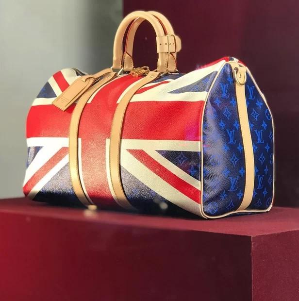 Bolsa da Louis Vuitton em homenagem ao casamento real. Crédito: reprodução instagram da marca