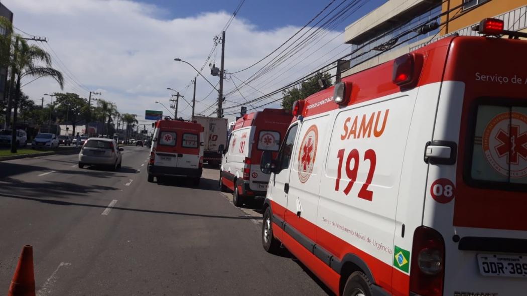 Ambulâncias atendem ocorrência na Avenida Fernando Ferrari em Vitória. Crédito: Daniela Carla