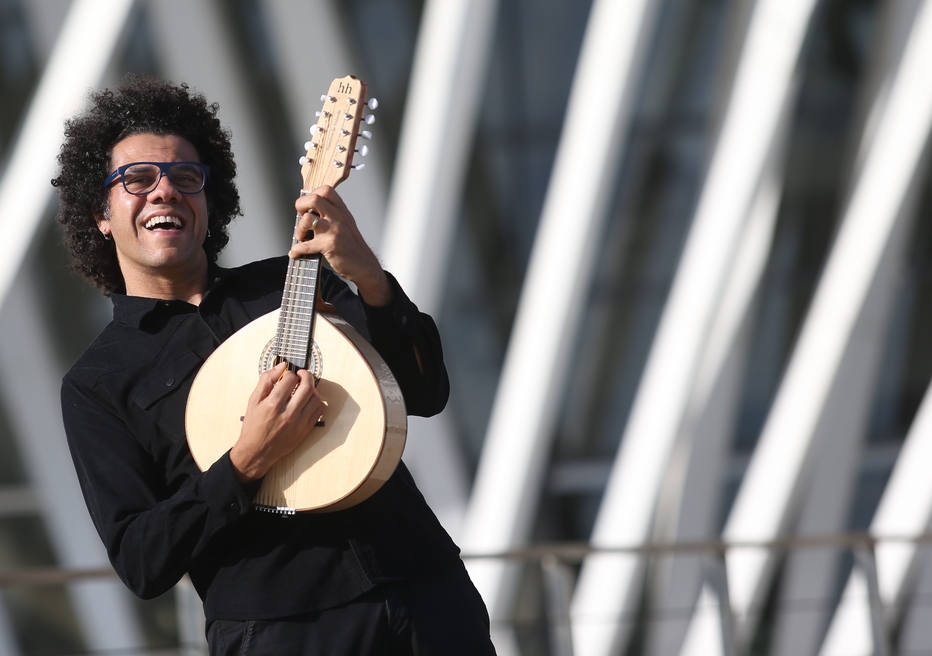 O bandolinista Hamilton de Holanda. Crédito: WILTON JUNIOR/AE