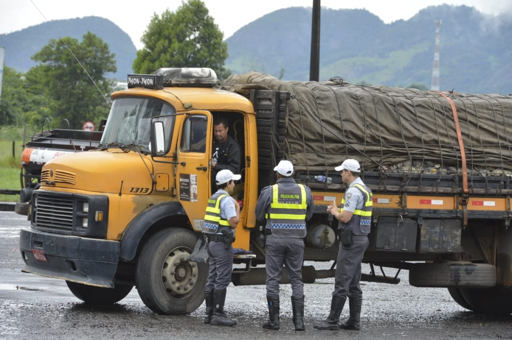 PM realizando operação para liberar pontos de bloqueio na greve dos caminhoneiros. Crédito: Divulgação SESP