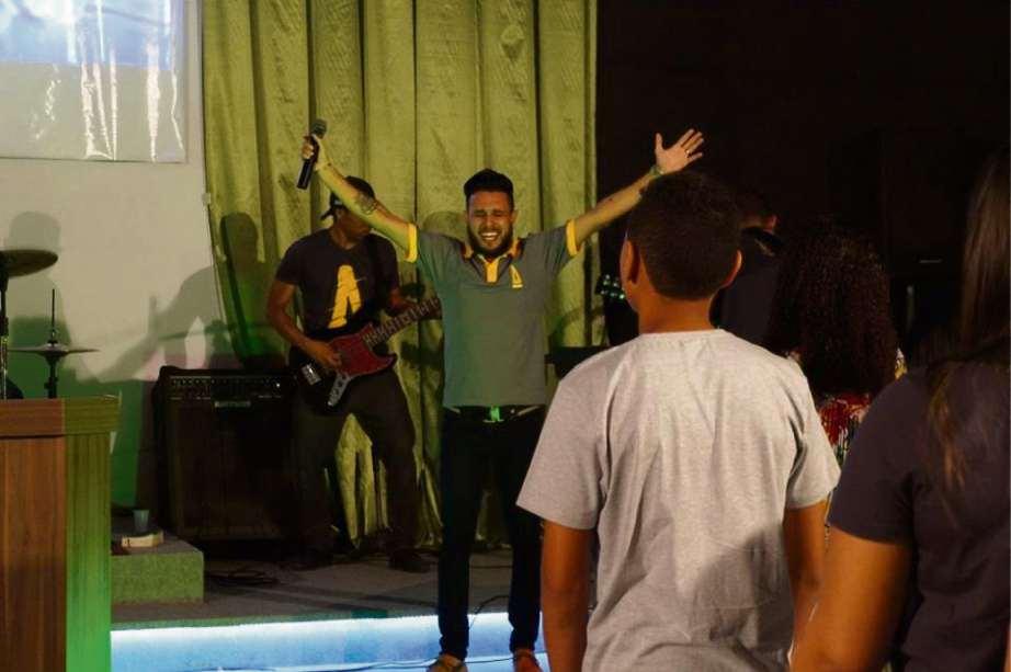 Pastor George conduzindo culto na Igreja Batista Vida e Paz. Crédito: FACEBOOK GEORGE ALVES - 30/04/2018