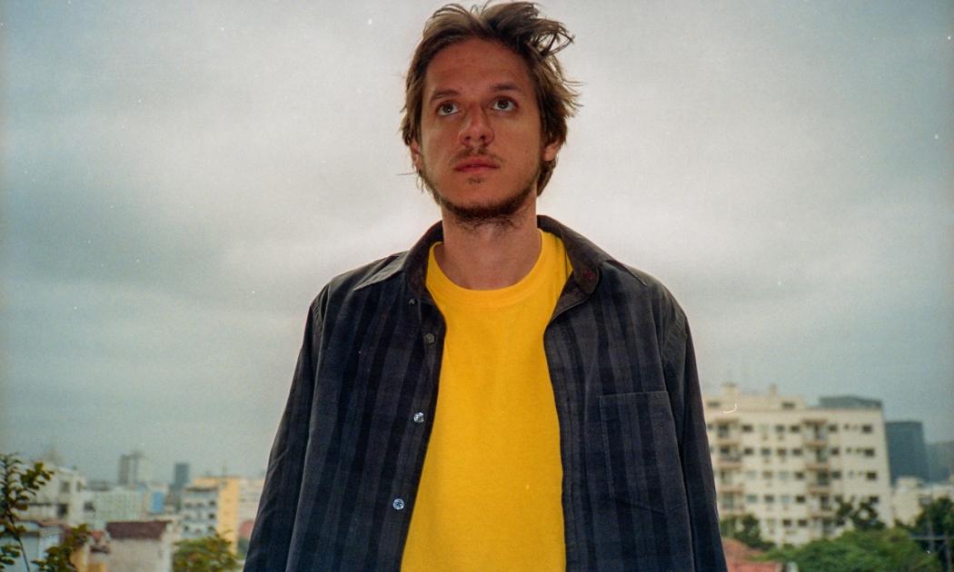 """Cinco anos depois do seu álbum de estreia, Rubel lança o álbum """"Casas"""" com 14 faixas  . Crédito: Guido Argel/Divulgação"""