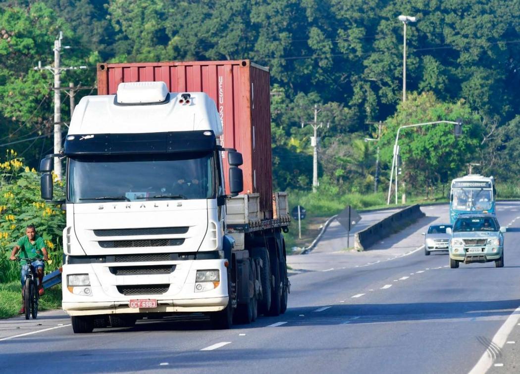 Caminhão transita na BR 262 após o fim da greve dos caminhoneiros. Crédito: Bernardo Coutinho