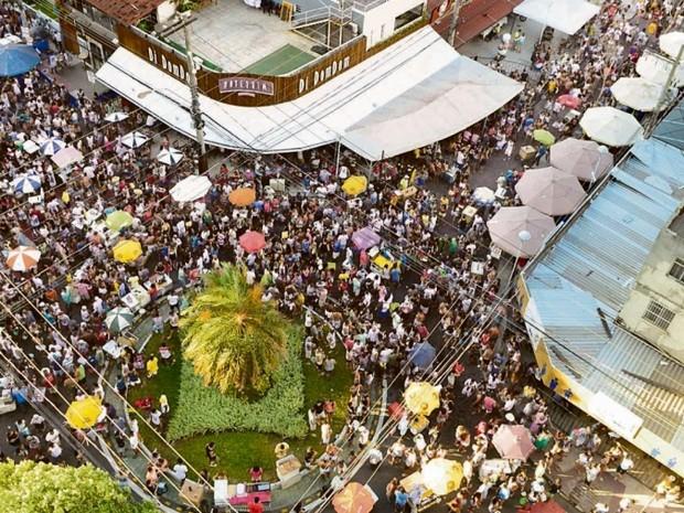 Festa improvisada no Triângulo das Bermudas. Crédito: Gazeta Online