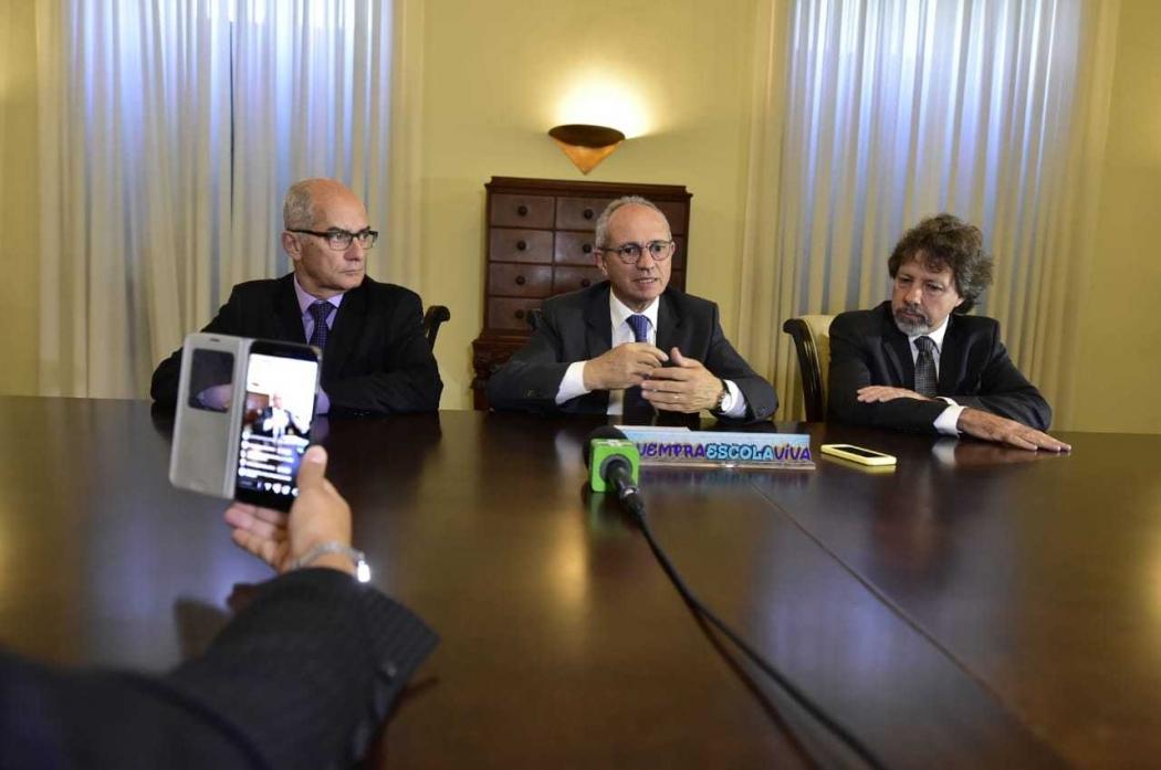 O governador Paulo Hartung anunciou que Haroldo Rocha deixa o cargo e quem assume é o professor Aridelmo Teixeira. Crédito: Leo Duarte | Secom