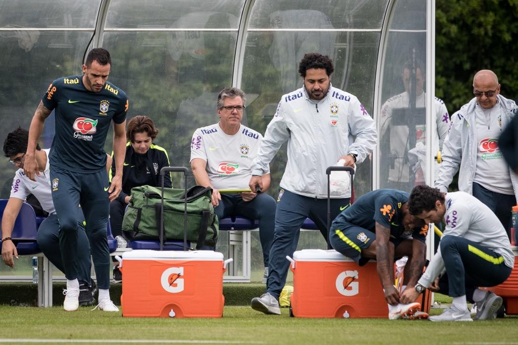 Fred levou pancada de Casemiro no treino da Seleção na última quinta-feira fbe6fe2f985bd
