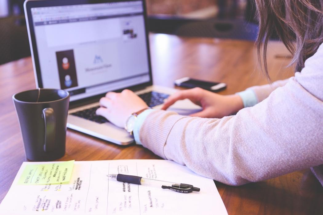 Estudo para concurso público. Crédito: StartupStockPhotos / Pixabay