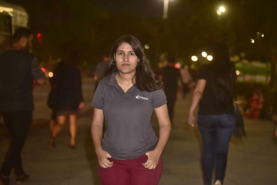 Mirella Müller, 25 anos, geógrafa, prefere não usar camisa do Brasil na Copa. Crédito: Marcelo Prest