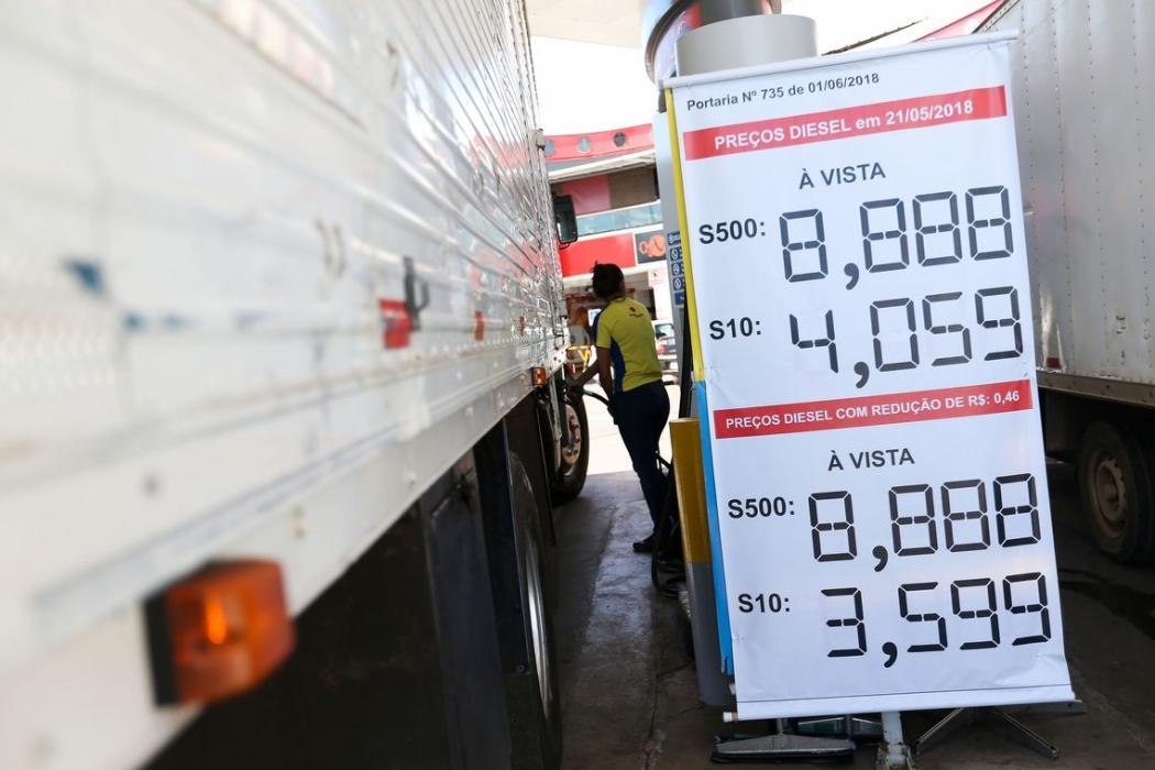 Postos do DF começam a ajustar os preços do diesel com a redução de R$ 0,46. Crédito: Marcelo Camargo/Agência Brasil