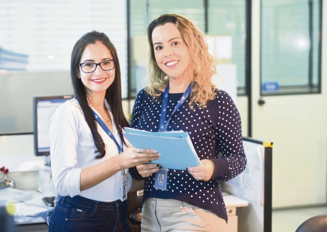 Aparecida Rezende, estagiária do Banestes, e sua gestora Fernanda Passamani. Crédito: Carlos Alberto Silva