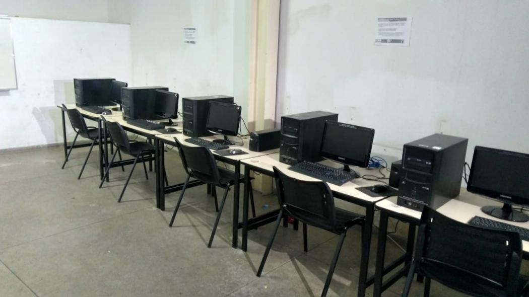 Sala de informática é avaliada por secretários de segurança e equipes de engenharia para definir projeto de base fixa da PM na Piedade. Crédito: Kaique Dias