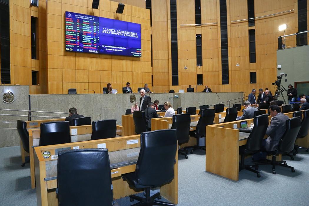 Plenário da Assembleia Legislativa durante a sessão desta segunda-feira (25). Crédito: Tati Beling/Ales