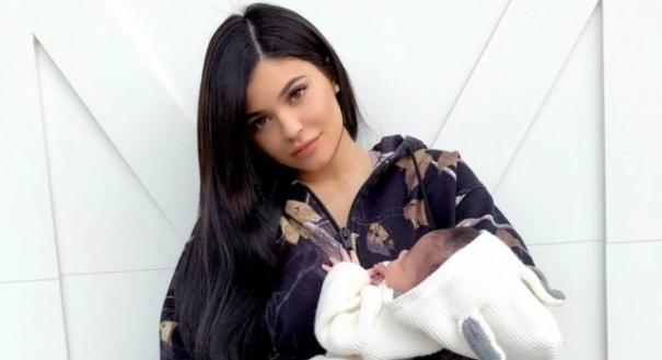 Kylie Jenner com a filha Stormi Webber