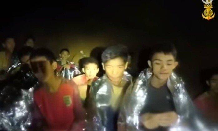 Meninos presos em caverna da Tailândia. Crédito: Reprodução