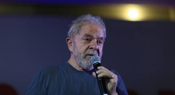 O ex-presidente Lula discursa na comemoração do aniversário do PT. Crédito: Edilson Dantas/Agência O Globo