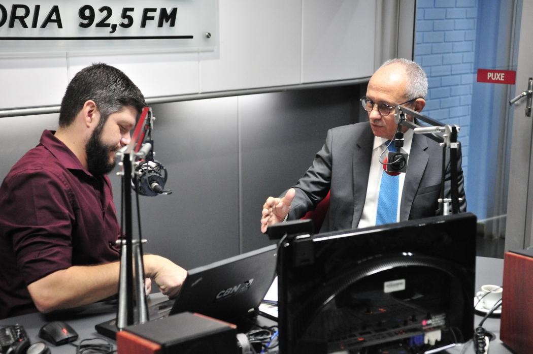 Governador Paulo Hartung na CBN Vitória (92,5 FM). Crédito: Kaique Dias