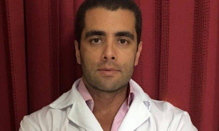 """O médico Denis Cesar Barros Furtado é conhecido como """"Doutor Bumbum"""" . Crédito: Reprodução/Facebook"""