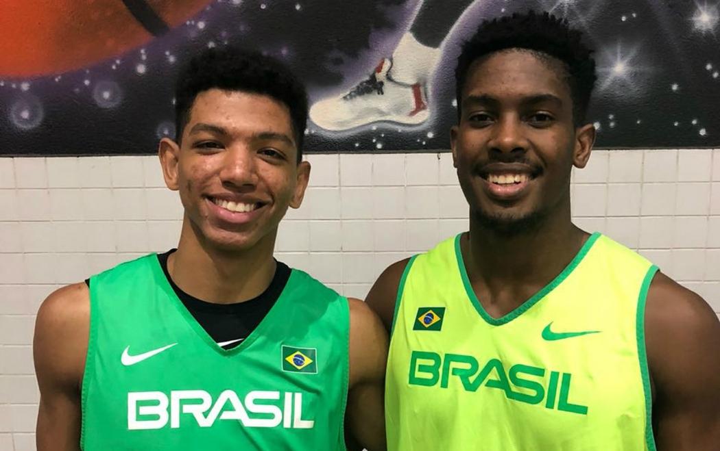 Os capixabas Didi e Mamedes, da seleção brasileira sub-21 de basquete. Crédito: CBB/Divulgação