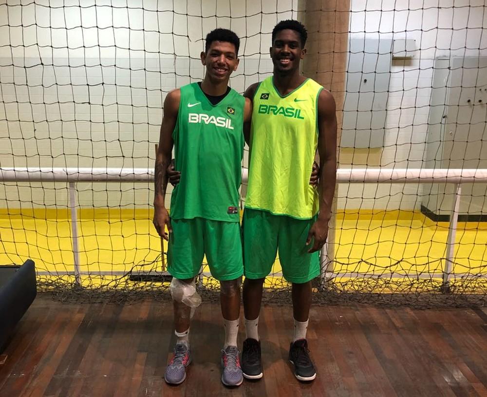 Didi e Mamedes vestem a camisa da seleção para o Sul-Americano Sub-21. Crédito: CBB/Divulgação